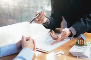 Wichtig: Ein regionalen Immobilienmakler kann dabei helfen, einen guten Kaufpreis zu erhalten! Bild: @ijeab via Twenty20