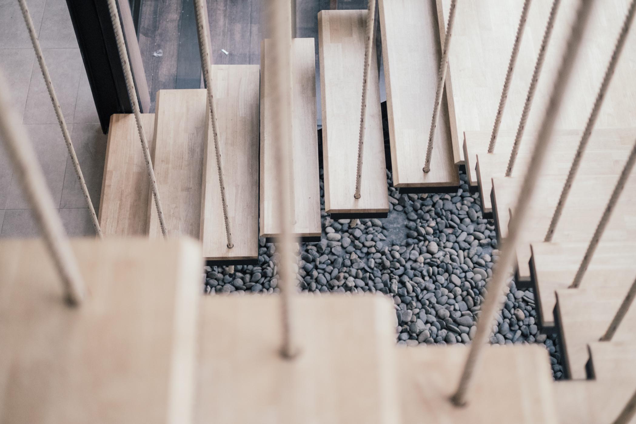 Schöne Stiegen - Eine edle Holztreppe bietet einen Blickfang im Haus! Bild:@WR36 via Twenty20